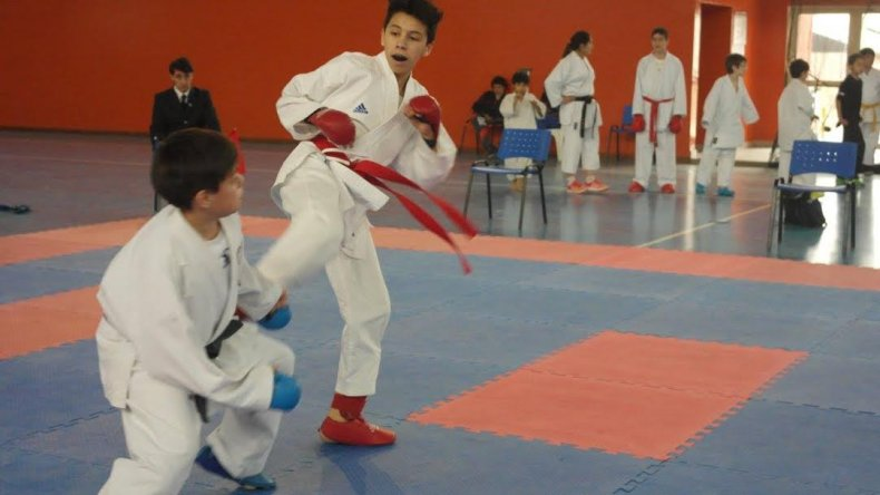 El joven Esteban Barceló que entrenará con la selección argentina de karate.