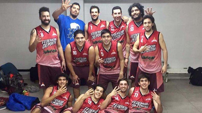 Los muchachos de la Fede festejan el cuarto triunfo en el torneo Apertura.