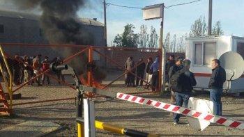 Operarios de San Antonio Internacional bloquearon el acceso a la base operativa de esa empresa en la localidad de Las Heras.
