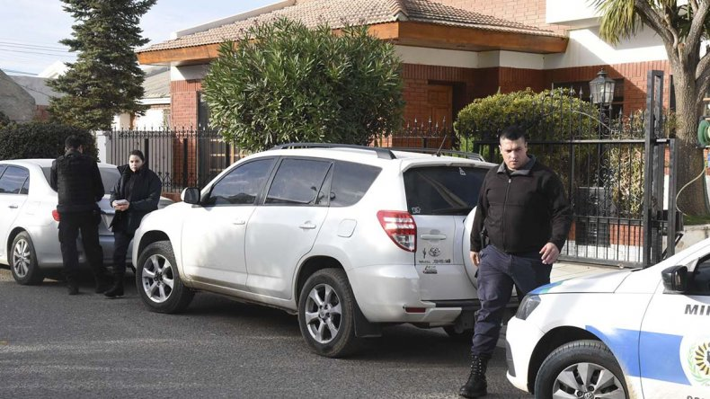 La policía interviene en el lugar del asalto.