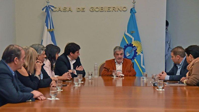 El gobernador Mario Das Neves encabezó ayer una importante y positiva reunión con parte del bloque del FpV.