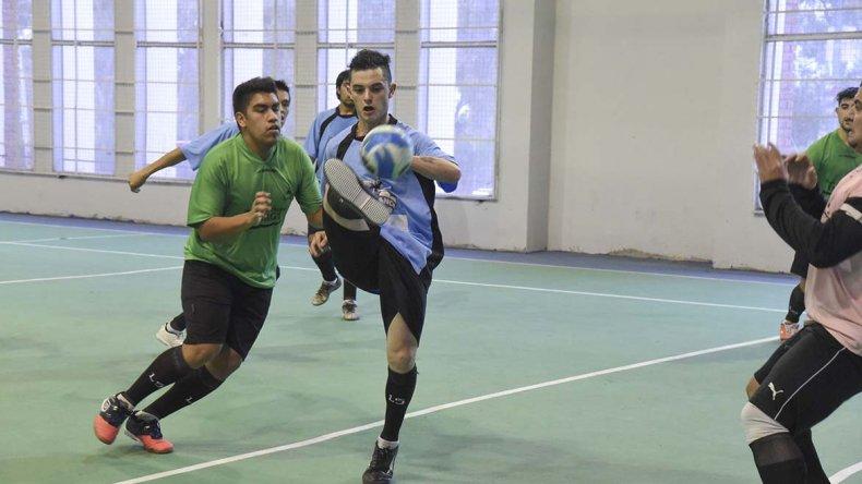 El fútbol de salón oficial continuará esta tarde con toda su programación del torneo Apertura.