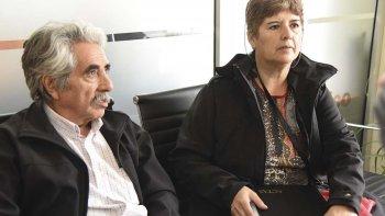 La tesorera y el protesorero de la asociación vecinal del barrio 9 de Julio, Elsa Navarrete de Vera y Ricardo Sosa, explicaron que la obra de la sede vecinal corresponde al municipio.