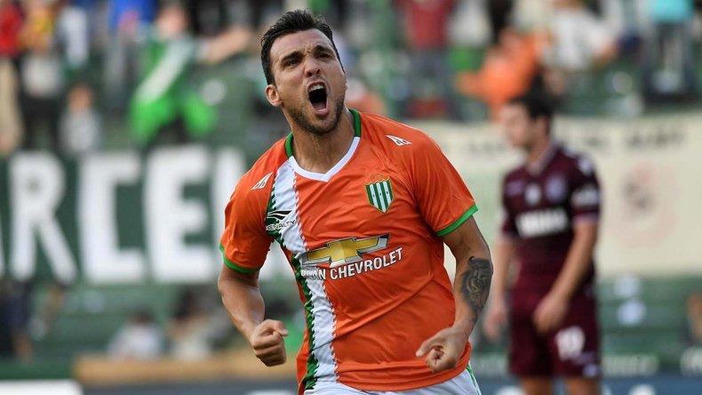 Bertolo festeja el único gol que tuvo ayer el clásico del Sur.