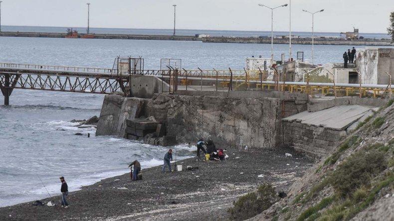 Un hombre de entre 35 y 45 años fue encontrado sin vida en el mar. Se presume que se ahogó mientras recolectaba pulpos.