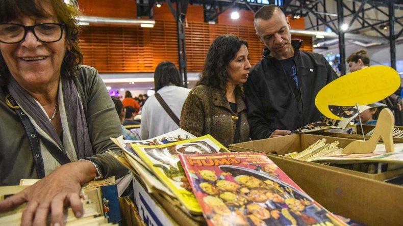 La Feria del Libro Usado atrae a cientos de lectores comodorenses