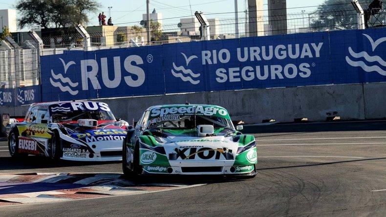 Agustín Canapino liderando la carrera que se disputó ayer en el circuito semipermanente de San Luis que quedó oficialmente inaugurado.