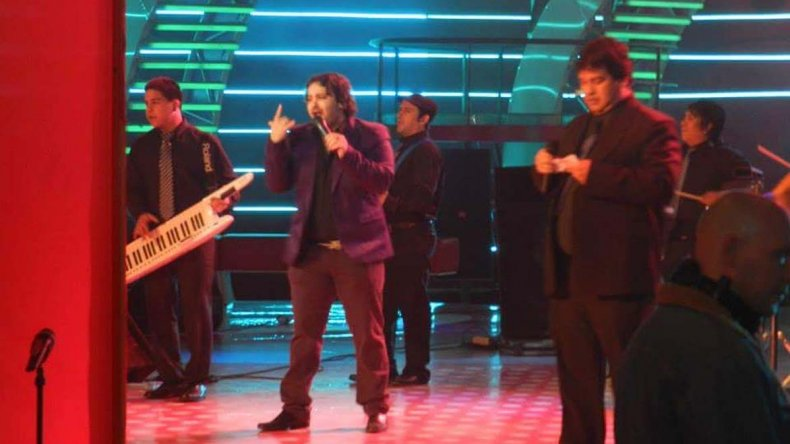 Guillermo González durante su actuación en Pasión de sábado.