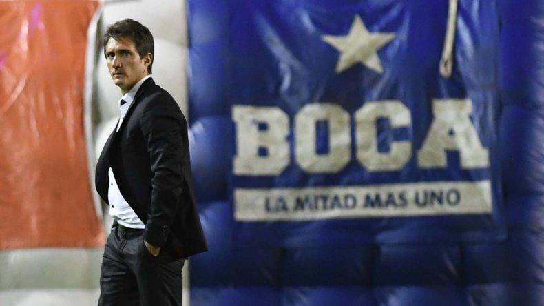 Guillermo Barros Schelotto se retira enojado de La Bombonera.