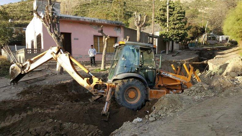 Intensifican las tareas de reconstrucción en barrio Laprida y buscan mejorar la operatividad del pluvial