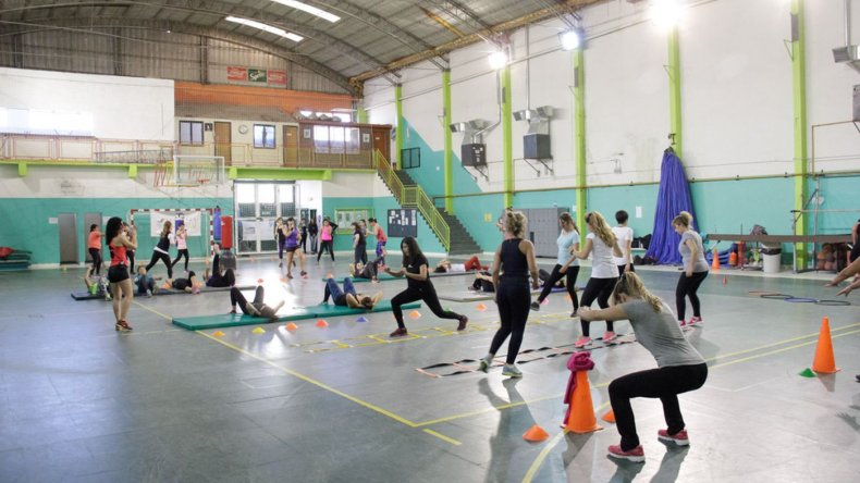 Marathon Fitness en el gimnasio municipal de Rada Tilly