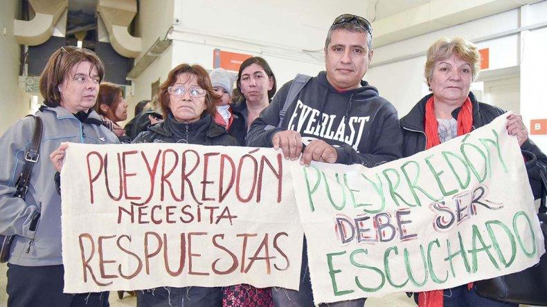 Los damnificados del barrio Pueyrredón nuevamente reclamaron respuestas del municipio y presentaron un proyecto de ordenanza.