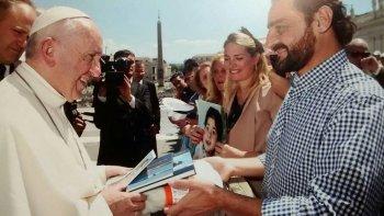 el encantador de orcas chubutense se reunio con el papa francisco