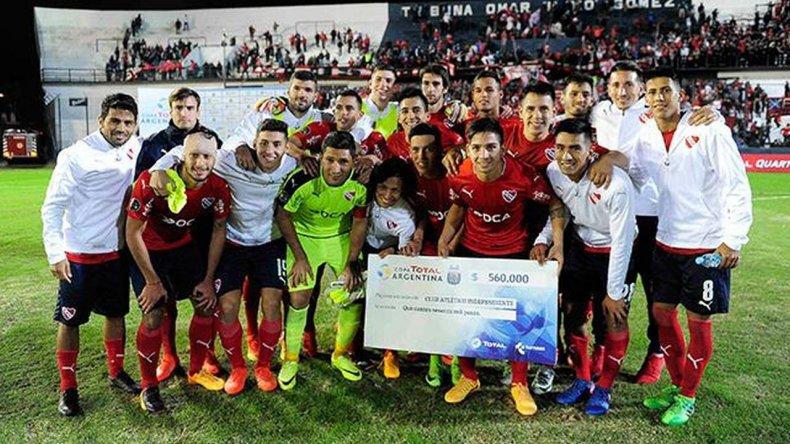 Independiente eliminó a Camioneros en los penales