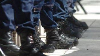 separaron a dos policias por la brutal agresion a un hombre en madryn