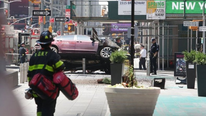 Un auto atropelló a 12 personas en Times Square