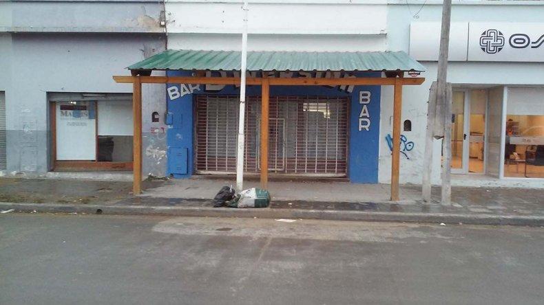 Del bar se robaron unos 7.000 pesos. Los asaltantes actuaron armados.