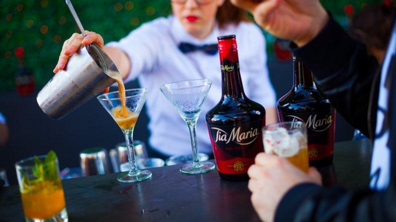 Cada vez hay más bartender y ya desplazan a los hombres