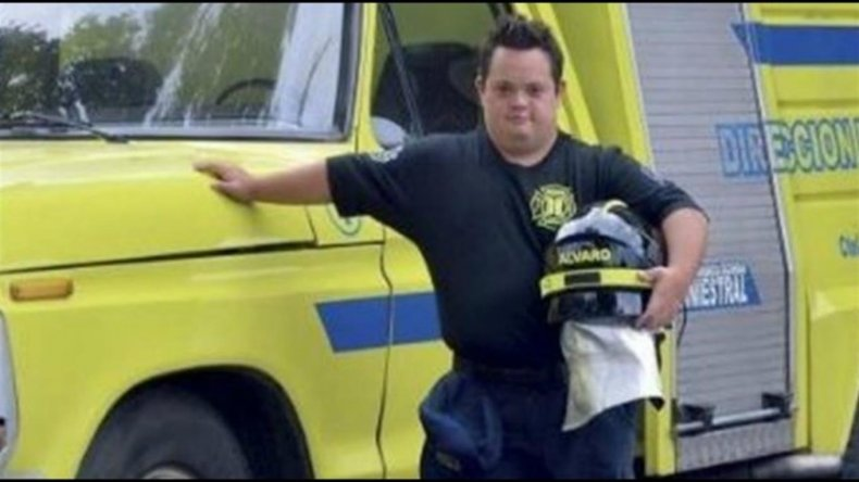 Álvaro se convirtió en bombero voluntario