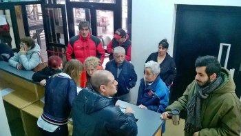 Luego de varias semanas de inactividad por las protestas de los jubilados, ayer se reanudaron de manera parcial las actividades en la sede de la Caja de Previsión Social.