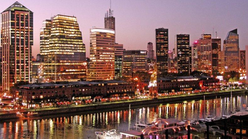 Su compleja infraestructura la convierte en una de las metrópolis de mayor importancia en América y es una ciudad global de categoría alfa.