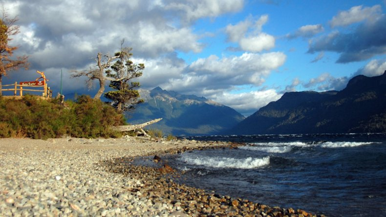 Traful es una deformación del vocablo mapuche Trahun que significa junta o unión y hace alusión a la unión del río Traful con el río Limay