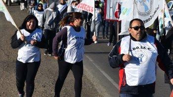 El principal gremio docente, ADOSAC, ratificó la continuidad de la extensa huelga, en tanto que el Consejo de Educación convocó a mesa de paritarias, pero el temario no incluye discusión por salarios.