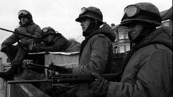 Soldados argentinos desplegados en las Islas Malvinas durante la guerra de 1982.
