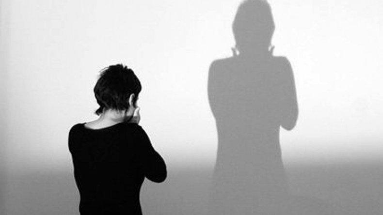 Víctimas de violencia de género tendrán siete días de licencia
