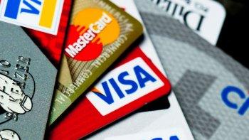 caen los pagos con debito y las compras en cuotas