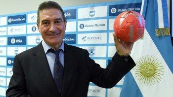 Manuel Cadenas Montañés durante su presentación oficial como nuevo entrenador de Los Gladiadores.
