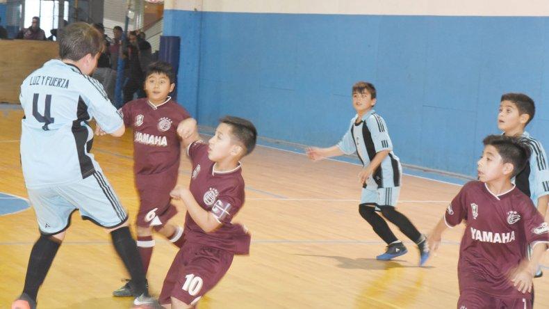 Luz y Fuerza derrotó 6-2 a Lanús Infantil por la categoría 2007 del torneo oficial de fútbol infantil que organiza la CAI.