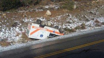 volco una ambulancia que trasladaba una paciente