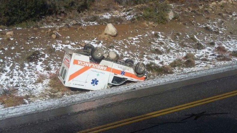 Volcó una ambulancia que trasladaba una paciente