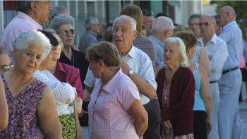 dieron de baja 500 pensiones graciables en chubut
