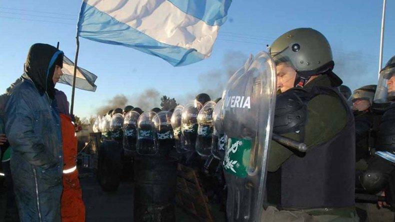 ATE marchara hoy por las calles de Rio Gallegos en repudio a la represión de la Gendarmería (foto).