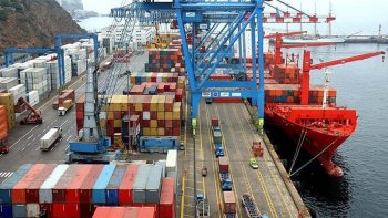 El Intercambio comercial en abril dejó un déficit de u$s 139 millones, acentuando la caída del cuatrimestre.