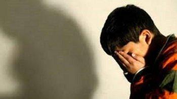 denunciaron a una profesora por abusar a un alumno de 4 anos