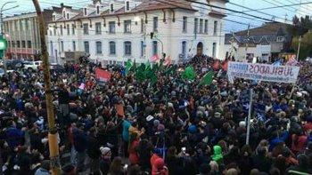 cabildo abierto en rio gallegos para analizar la crisis