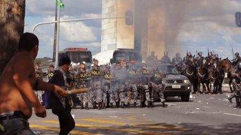Miles de brasileños se manifestaron en Brasilia para pedir la renuncia del presidente.