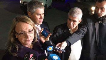 Al concluir una nueva reunión con el ministro Frigerio, Alicia Kirchner reveló que el auxilio económico que recibiría Santa Cruz llegaría mediante la instrumentación de un fondo fiduciario.