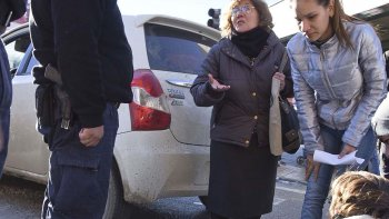 La conductora del Toyota Etios dijo que la encandiló el sol.
