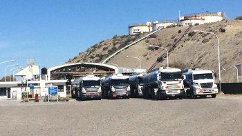 camioneros analiza medidas en la playa de tanques de ypf