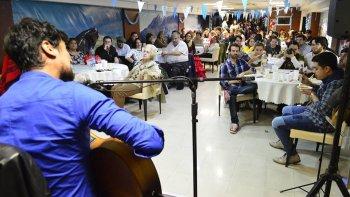 mas de 400 chubutenses festejaron el 25 de mayo en la casa del chubut