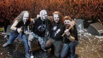 Esta noche, Asspera, la banda de metal bizarro como se autodenomina, se volverá a presentar en Comodoro. El recital comenzará a las 22.