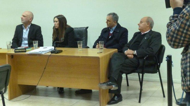 Martín Buzzi y Néstor Di Pierro junto a sus abogados defensores.