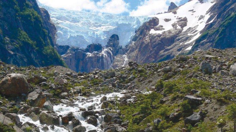 Llegar al glaciar Torrecillas exige una excursión que combina navegación y trekking.