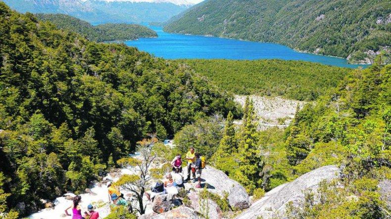 Es un paraíso de turismo sustentable en esos ecosistemas de extrema fragilidad de la cordillera patagónica.