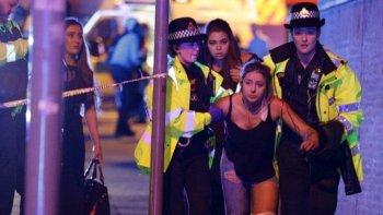 atentado en manchester: la policia interroga a once sospechosos