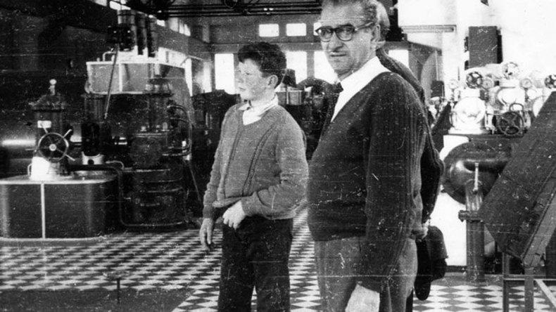 Don Federico Alberti en una visita a la planta en la que trabajó casi cuatro décadas.